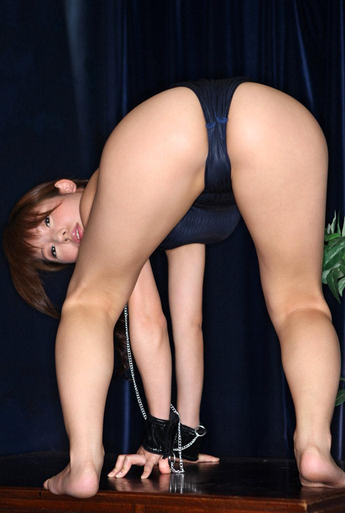 川奈栞さんのタイツ姿