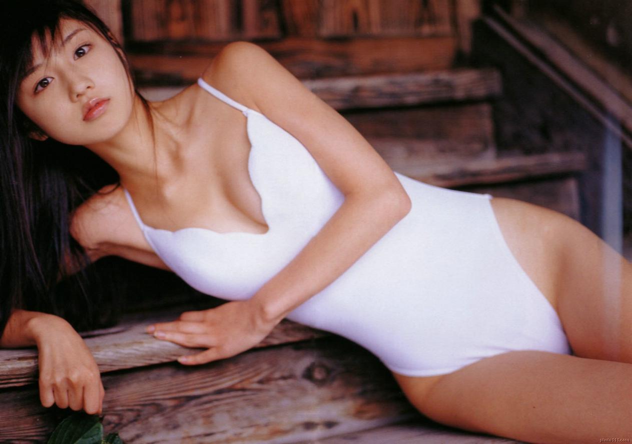 小倉優子さんのインナー姿